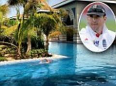 Kevin Pietersen tweets picture of himself swimming in LA